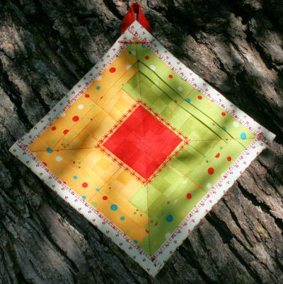 Holly Jolly Log Cabin Foldy Potholder from BOMquilts.com